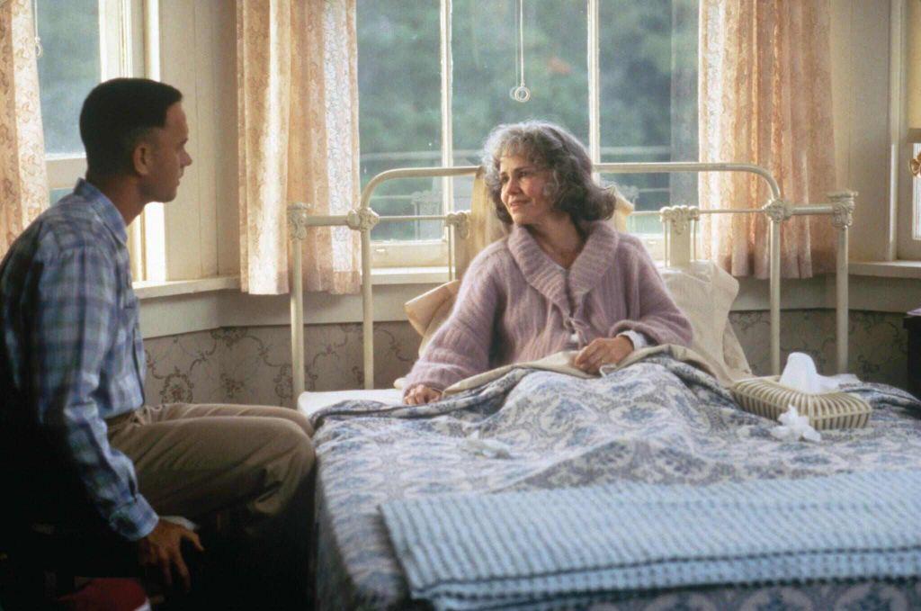 Ak by mala byť filmová mama Forresta Sally Field byť jeho skutočnou matkou, musela by ho porodiť vo svojich 10 rokoch. Taký je medzi nimi vekový odstup.