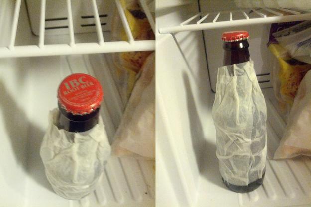 Ako schladiť  pivo za 15 minút? Navlhčenú vreckovku dajte na fľašu a za 15 minút bude pivo v chladničke úplne studené.