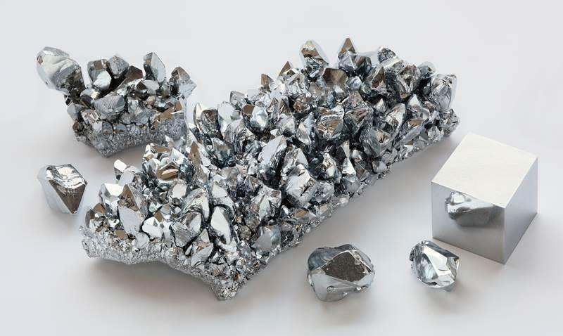 5. Chróm je obľúbený kov, najmä vďaka jeho krásnej striebornej farbe, no dokáže byť pre človeka aj nebezpečne jedovatý. Jeho označenie je: