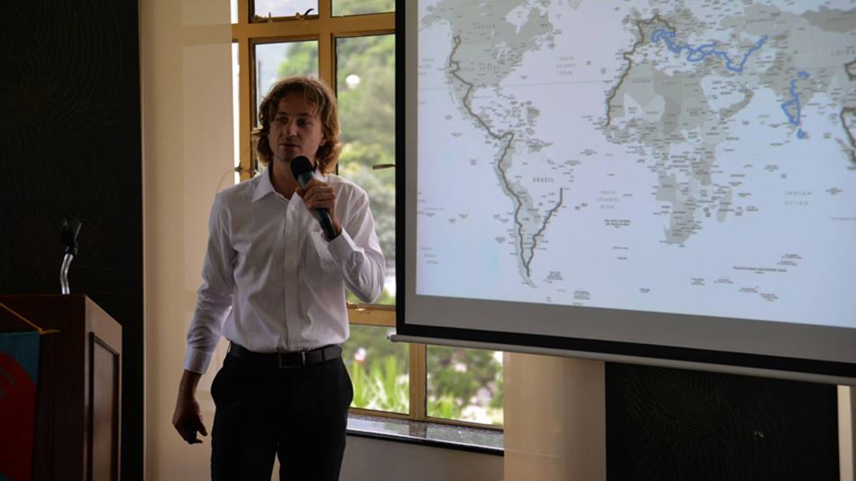 Karol Voltemar is haveing an talk at Rotary Club in hong Kong about his world trip.