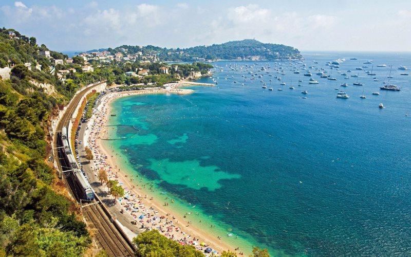 Ktorá z nasledujúcich krajín nemá prístup k pobrežiu Stredozemného mora?