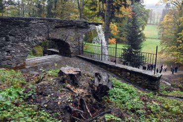 Na snímke zrekonštruovaný Rímsky vodopád v parku pri kaštieli Betliar 18. októbra 2016. FOTO TASR - Roman Hanc *** Local Caption ***