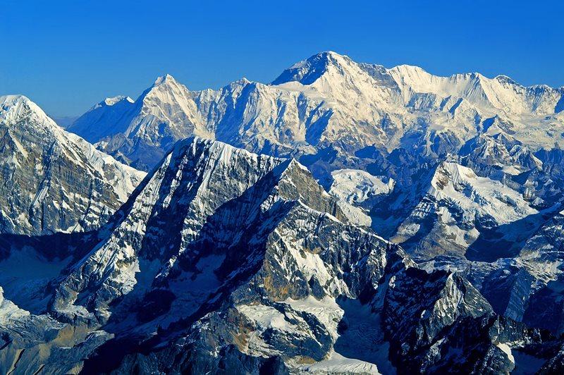 V akom pohorí sa nachádza najvyšší vrch Zeme?