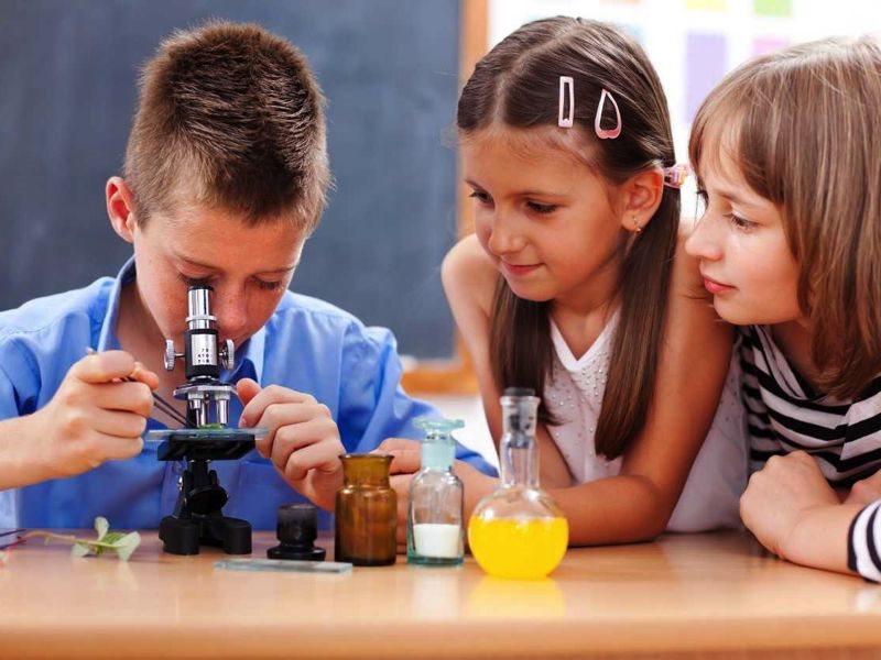 Ktorý vedec vynašiel miskroskop?