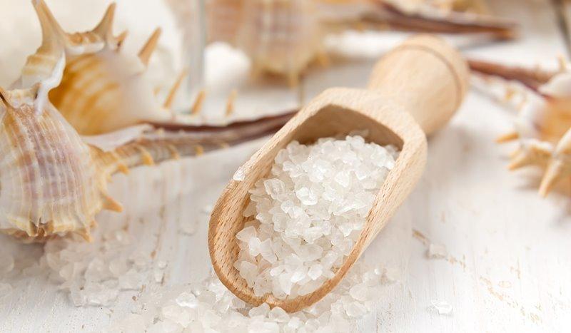 Do nádoby tvaru kocky sa zmestí presne 8 cm³ kúpeľnej soli. Koľko cm³ kúpeľnej soli sa zmestí do nádoby tvaru kocky s hranou dvakrát dlhšou?