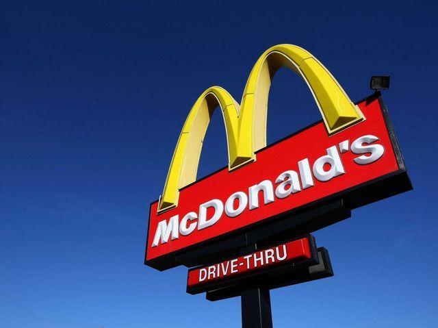 Akej farby je kombinéza Ronalda McDonalda, maskota spoločnosti McDonald´s?