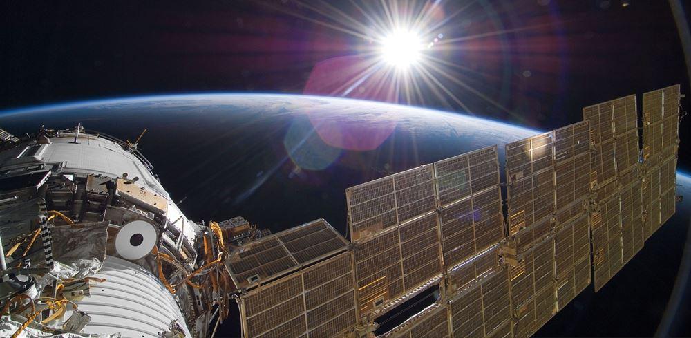 vesmirne-solarne-panely