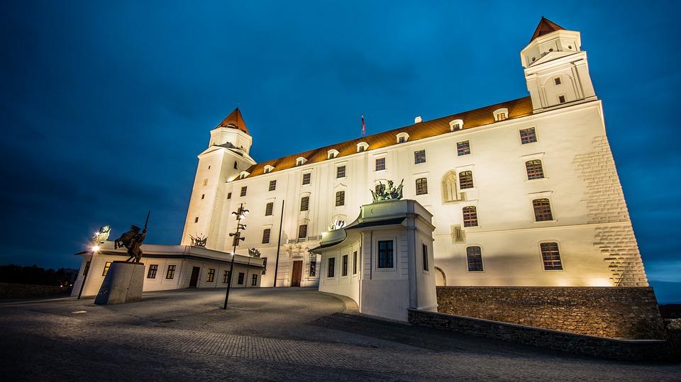 Koľko je na Slovensku obcí (vrátane mestských častí Bratislavy a Košíc)?:
