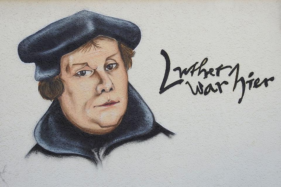 Koľko téz uverejnil Martin Luther 31.10.1517 na bráne kostola vo Wittenbergu?