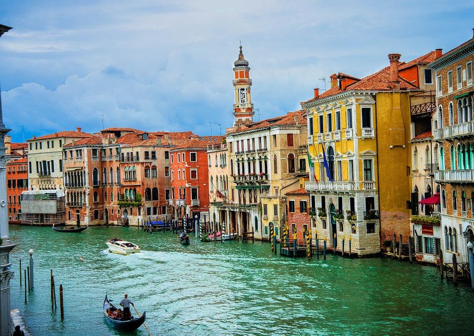 Hlavným mestom Talianska je: