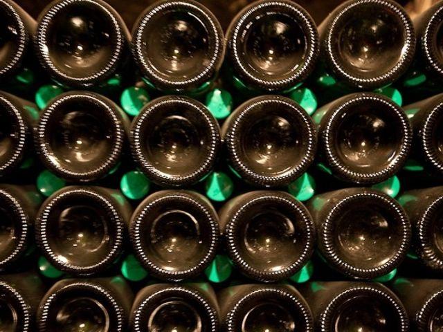 Prečo má každá fľaša šampanského na spodku priehlbinu?
