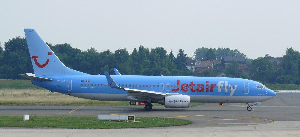https://commons.wikimedia.org/wiki/File:Charleroi_JetAir_Fly_Boeing_737_OO-JAX_03.JPG