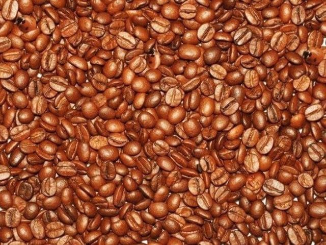 Čo vidíte na obrázku okrem kávových zŕn?
