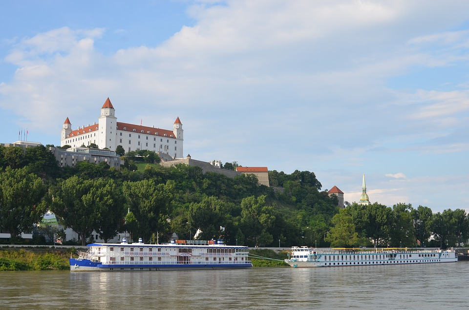 Je Dunaj druhým najdlhším vodným tokom na Slovensku?