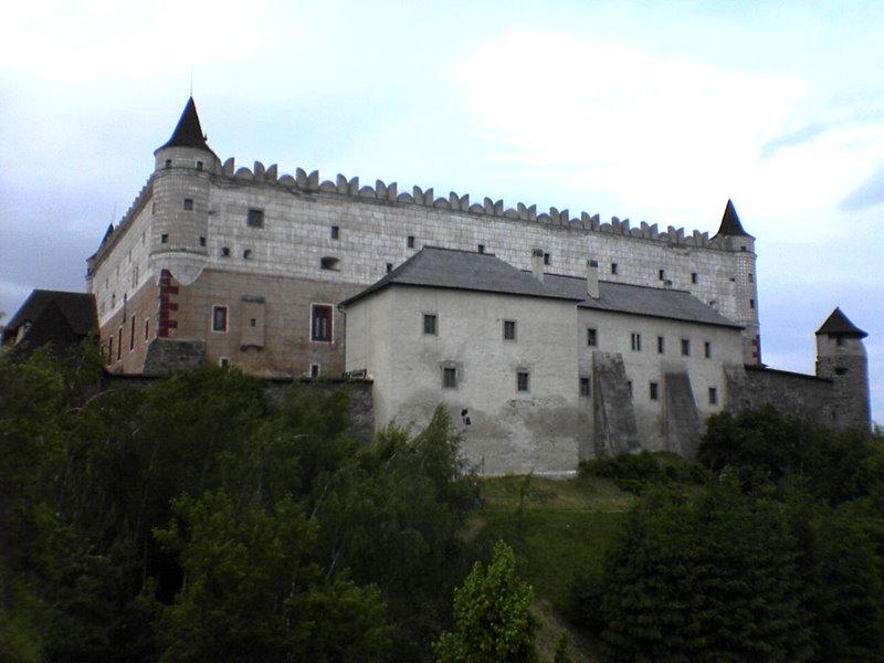 V ktorom meste by ste našli takýto hrad/zámok?