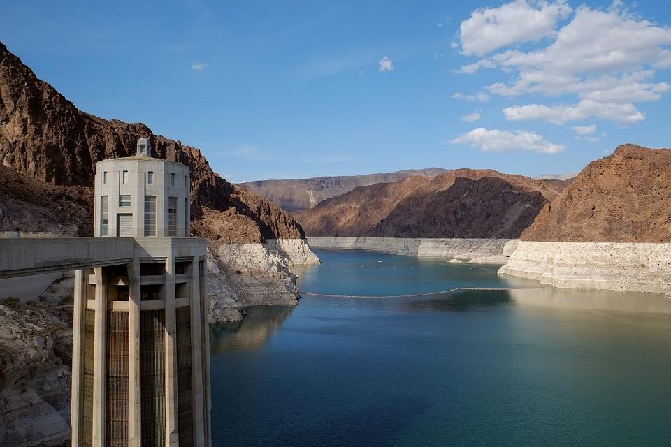 Ktorá je najväčšia umelá vodná nádrž na Slovensku s až 360,5 miliónov m3 vody?