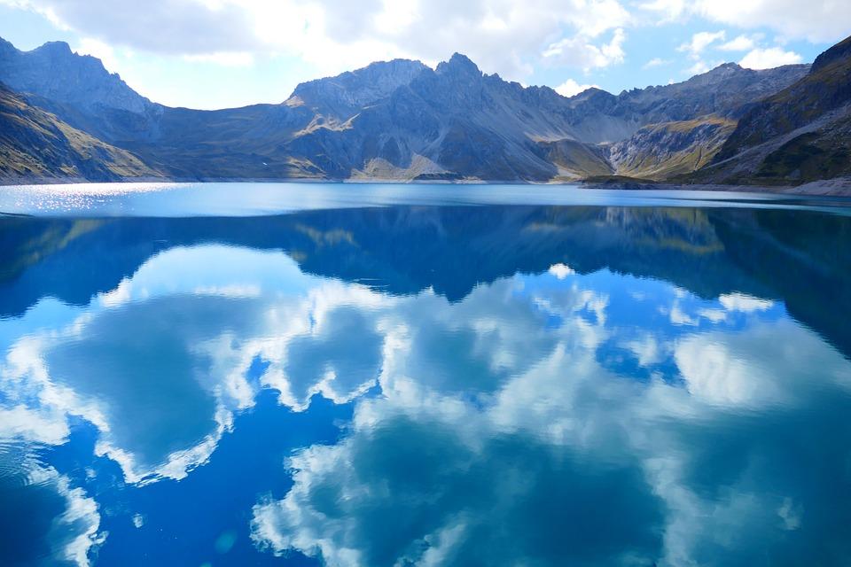 Aké je najväčšie a najhlbšie prírodné jazero na Slovensku?