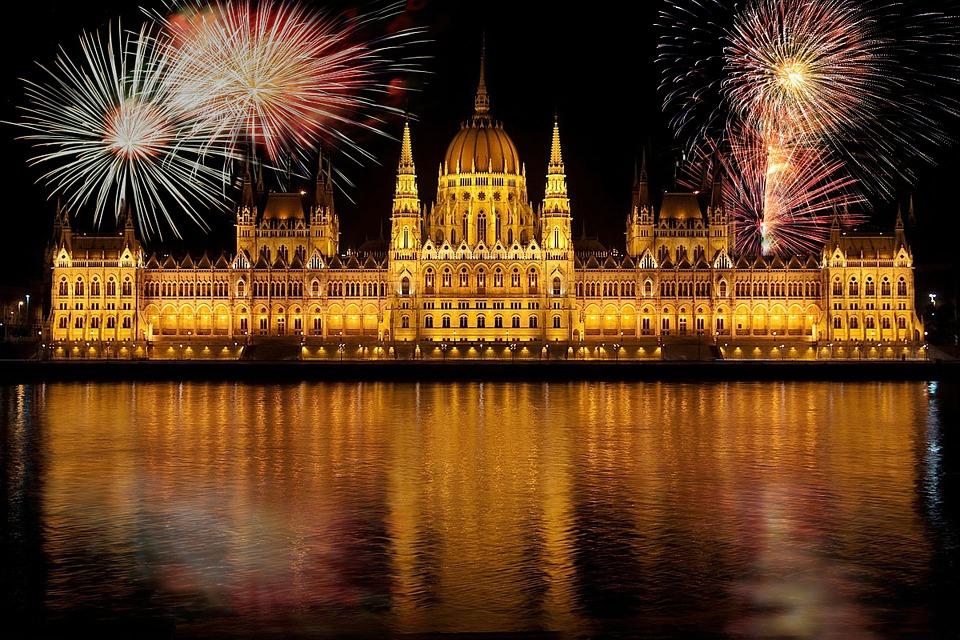 Aká mena sa používa v Maďarsku?