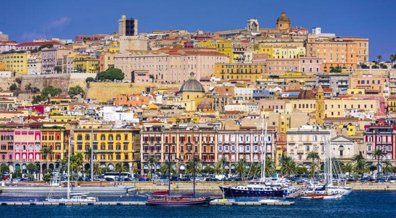 19d49c016465 Príroda i nekonečné pláže. Poletieť do hlavného mesta Sardínie teraz môžete  len za skvelých 33 eur