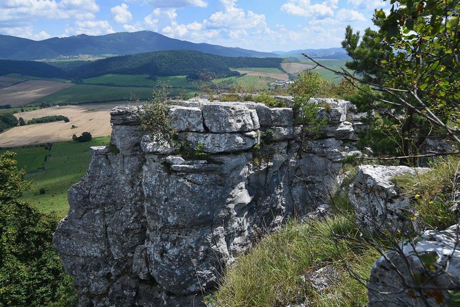 Skalné mesto Kamenný raj v národnej prírodnej rezervácii Dreveník