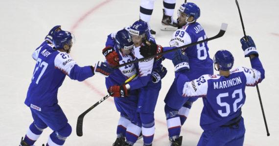 Slovenskí hokejisti po strelení prvého gólu