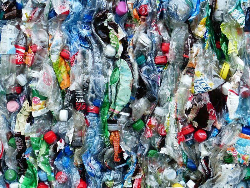Odpad z plastových fliaš