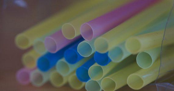 Slovensko zakáže predaj jednorázových plastov