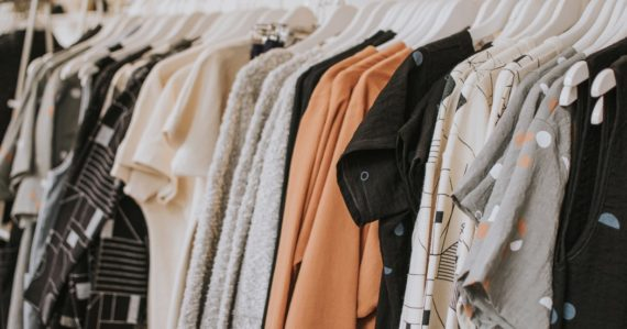 oblečenie v obchode