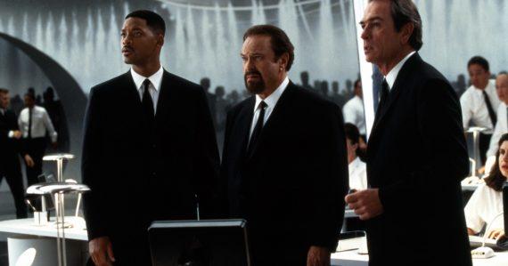 Herec Rip Torn vo filme Muži v Čiernom