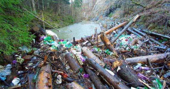 Prielom Hornádu po dažďoch zaplavilo veľké množstvo odpadu. Slovenský raj pritom čistili len pred nedávnom