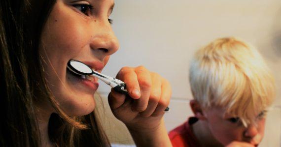 Vedci varujú: Ak si umývate zuby iba dvakrát denne, ohrozujete tak svoje zdravie