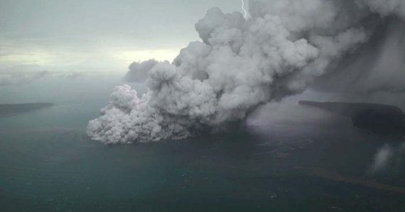 Smrtiace tsunami meralo až 150 metrov. Toto spôsobila explózia vulkánu Anak Krakatoa
