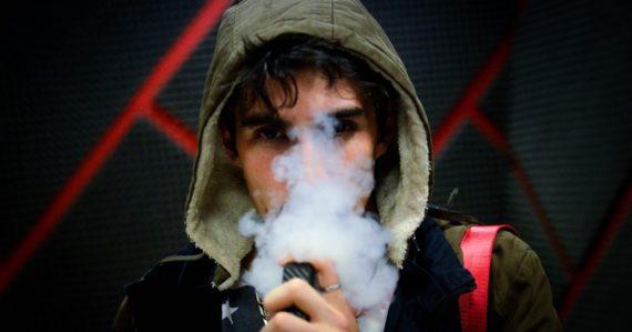 Kovy z e-cigariet mužovi zjazvili pľúca. Vapovanie môže byť nebezpečnejšie, ako sme si doposiaľ mysleli