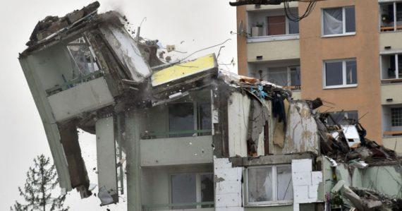 Tretí deň demolácie bytovky v Prešove