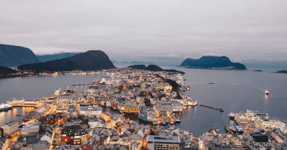Cestovateľ Robert: Nórsko je krajina, kde všetko funguje a nie je to o peniazoch. Aj kráľ chodí MHD