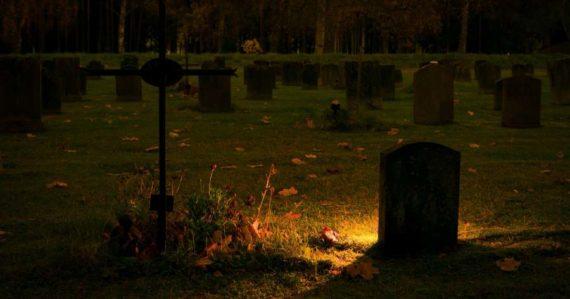 Ľudské pozostatky rozložia na kompost: Táto spoločnosť bude nebohých pochovávať ekologicky
