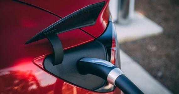 Žiadosti o dotácie na elektromobily dopadli fiaskom. Stránka na registráciu do hodiny nefungovala