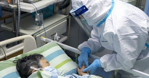 Nakazených je už takmer 25-tisíc ľudí, vedci však hovoria o lieku na nový koronavírus