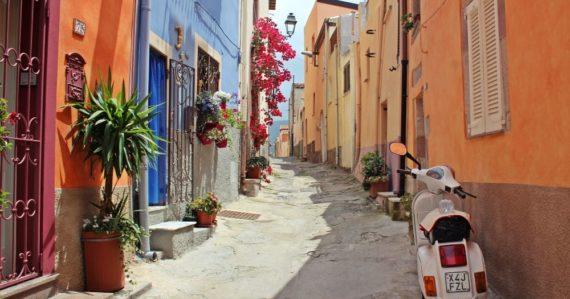 Idylické talianske mestečko vzdialené hodinu a pol cesty od Neapola predáva domčeky len za 1 euro