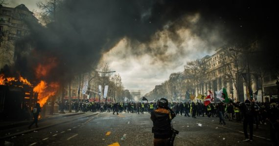 Rok 2020 bude rokom nepokojov: Nová štúdia tvrdí, že až 40 percent krajín zažije búrlivé obdobie