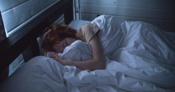 Spíte iba 6 hodín denne? Zistilo sa, že už po dvoch týždňoch má málo spánku pre naše telo devastujúce účinky