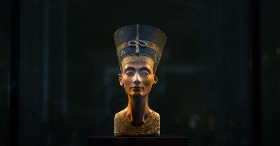 Ukrývať by mohli múmiu Nefertiti. V hrobke Tutanchamóna môžu byť doposiaľ neobjavené priestory