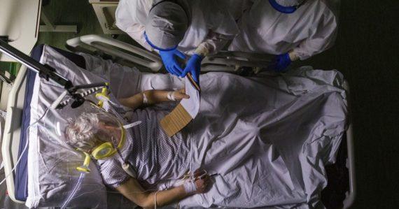Vedci varujú pred prípadmi poškodenia mozgu. Objavujú sa u pacientov s miernym priebehom koronavírusu