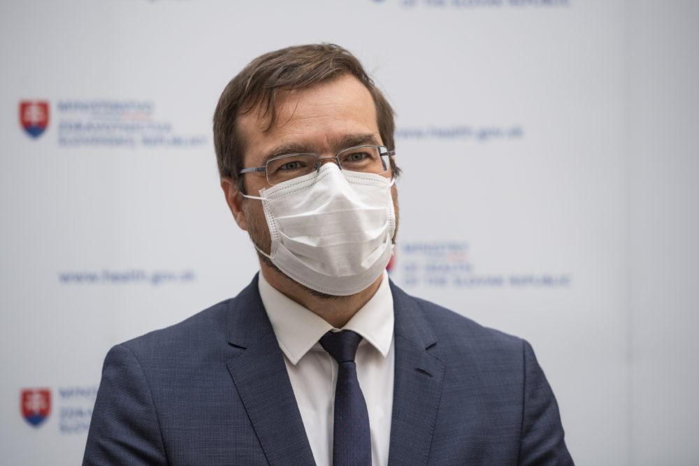 Minister zdravotníctva Marek Krajčí počas utorňajšieho tlačového brífingu