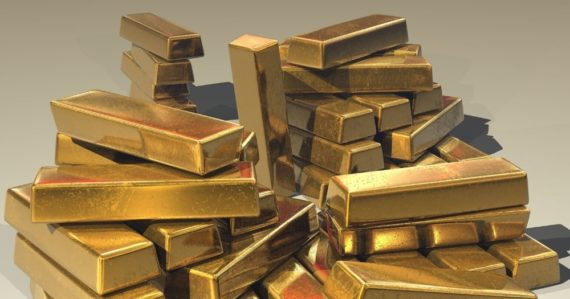 Chlapci našli pri stavaní bunkra počas karantény zlaté tehličky. Poklad má hodnotu desiatky tisíc eur