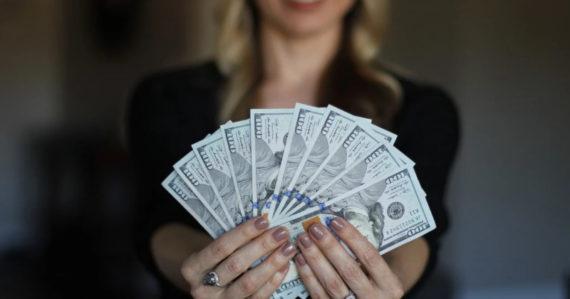 Šťastie sa za peniaze dá kúpiť. Potvrdila to vyše 40 rokov prebiehajúca štúdia