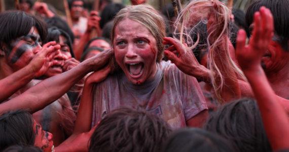 Žena odpadla v kine pri jeho premietaní. V kontroverznom filme kanibali vytrhávajú oči a jedia kusy ľudí zaživa