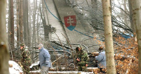Popis letu aj výpovede jediného vojaka, ktorý prežil: Čo obsahuje odtajnený spis najväčšej leteckej tragédie SR?