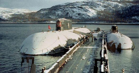 Jadrová ponorka Kursk mala byť nepotopiteľná: Tí, čo prežili explózie, umierali na morskom dne v absolútnej tme