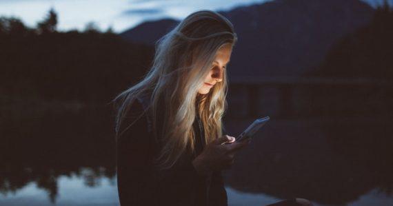 Žena na sociálnej sieti